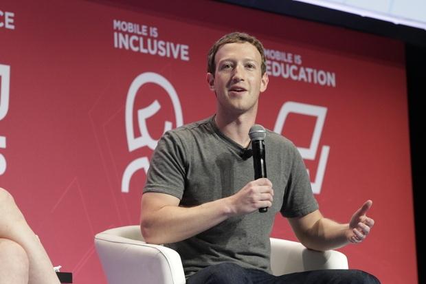 朱克伯格(Mark Elliot Zuckerberg)在 MWC 2016 表示,將於今年底開始全面測試無人機。