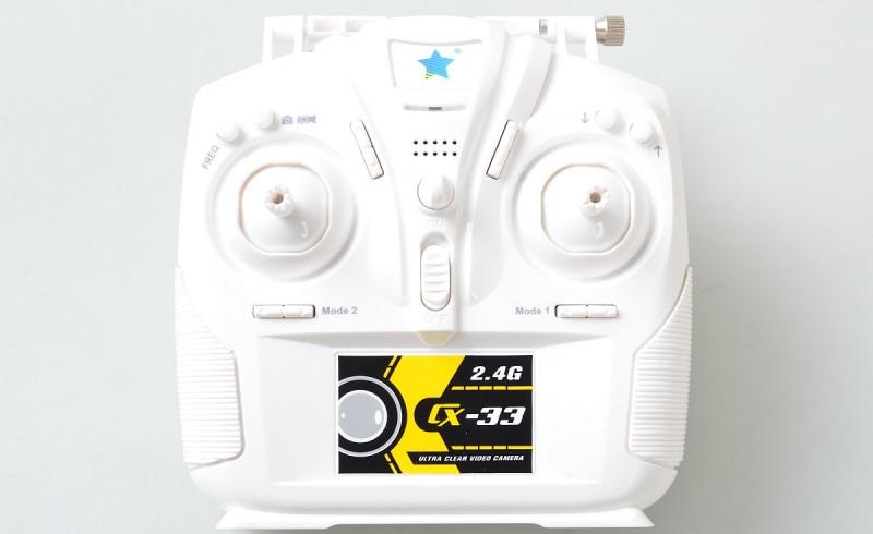 Cheerson CX-33W 遙控器屬中型尺寸。