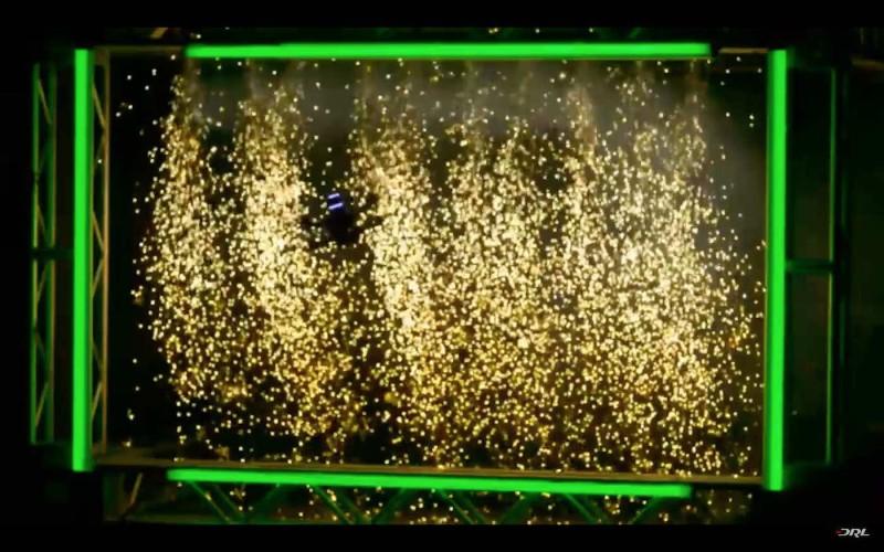衝線時更有火花加強視覺效果呢。