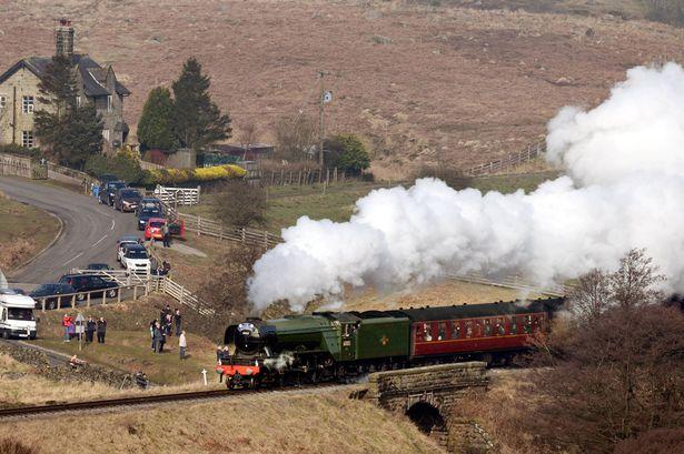 不少火車迷都會空拍 The Flying Scotsman。