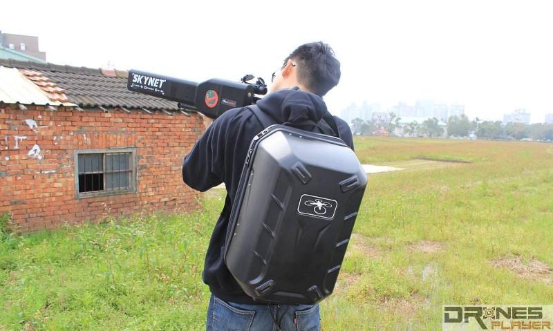 Skynet 主要部件都在背包,整體連槍重約 7 千克。
