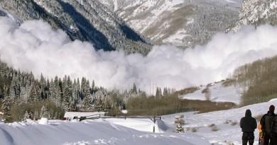無人機炸彈「空襲」雪山 引發雪崩還要給讚!?