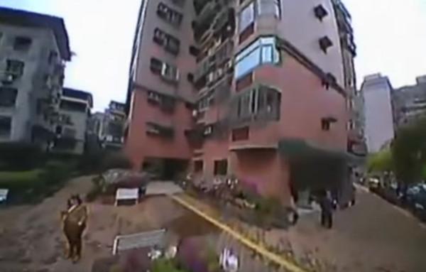 涉事社區住宅林立。