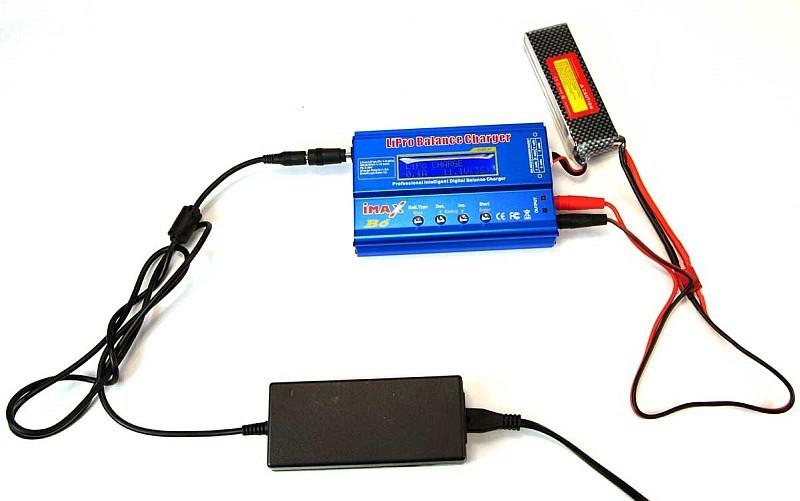 無人機電池和充電器應放置在周圍無易燃物品的地方,始可進行充電。