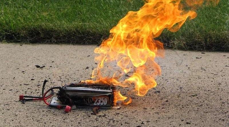 無人機充電池如處理不當,隨時有著火自焚之虞。