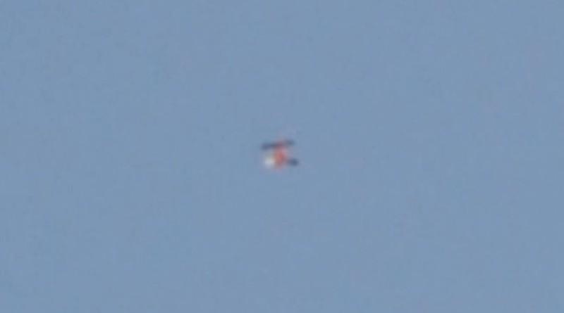 微型無人機由金屬罐飛出