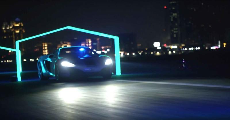 杜拜黑夜街頭有跑車極速穿梭於霓虹燈環,真的很有 fu 呢~