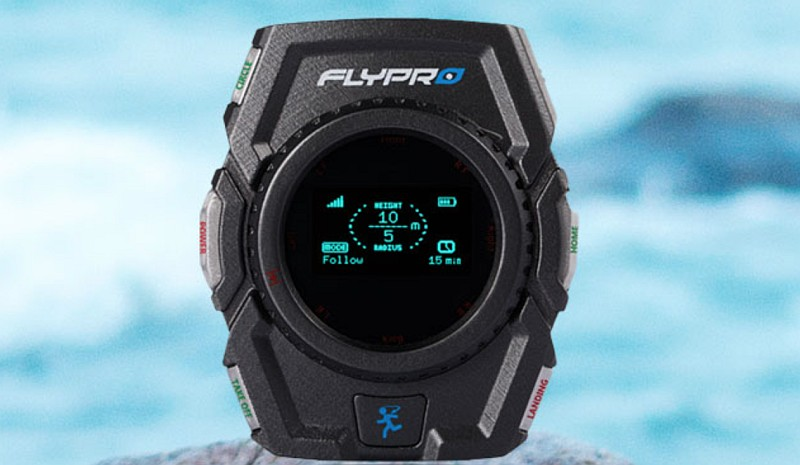 FLYPRO XEagle 運動無人機的最大亮點,便是可藉由專屬的智能手錶進行遙控。