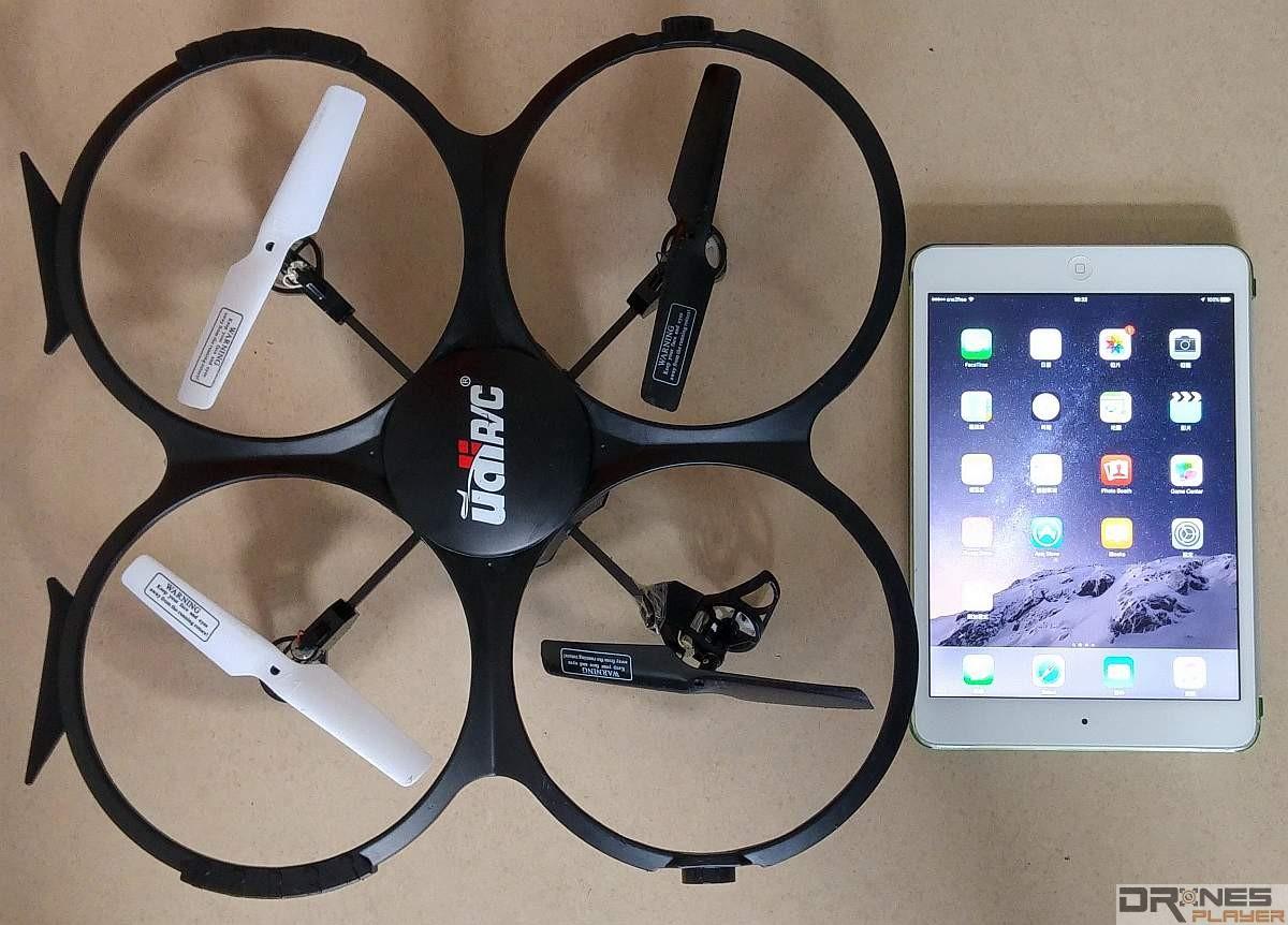 UDI RC U818A 與 iPad Mini 2 的大小比較。
