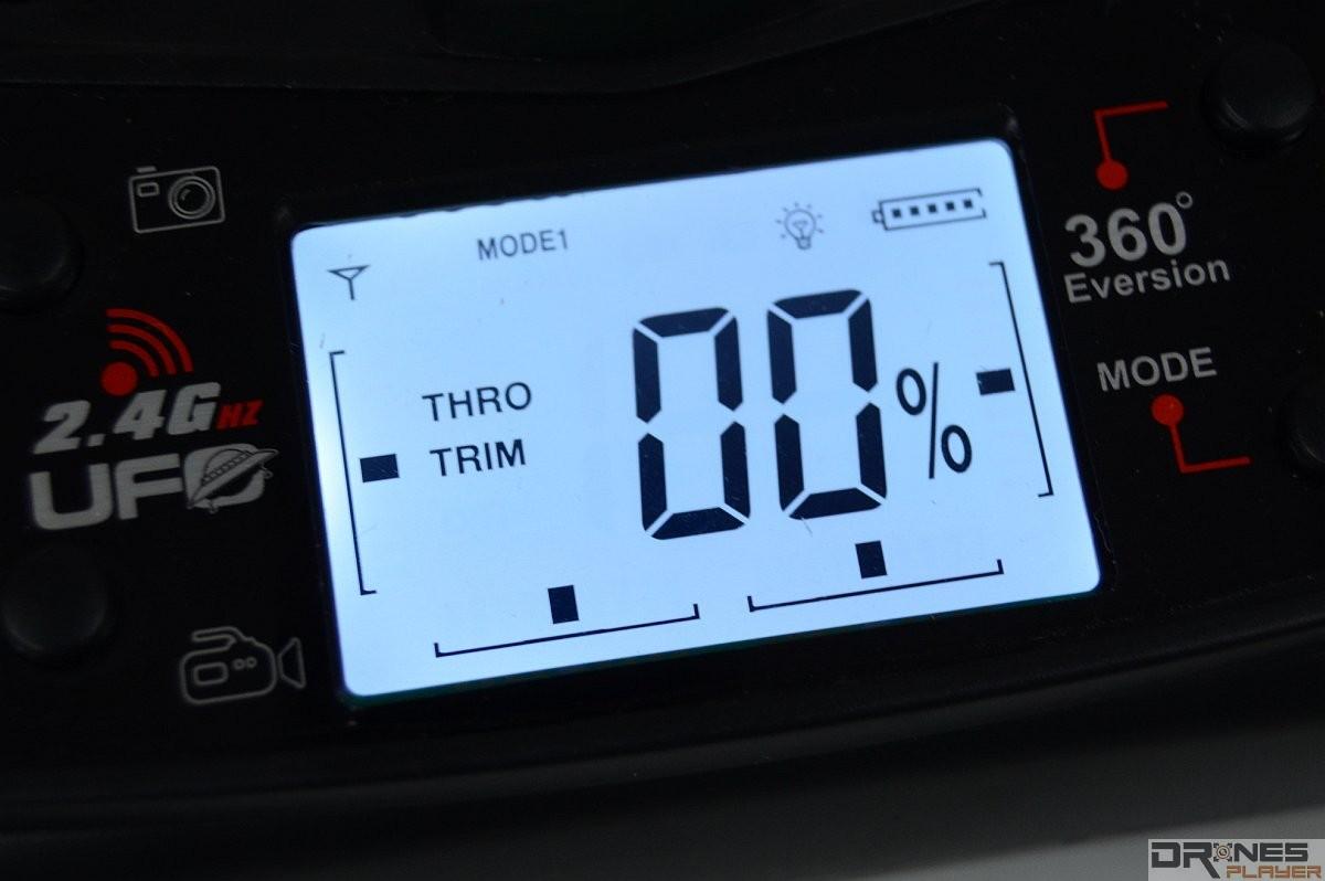 UDI RC U818A 遙控器設有具背燈的 LED 面板。