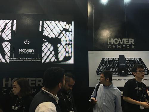 零零無限在展覽上擺設檔攤,隆重介紹 Hover Camera。