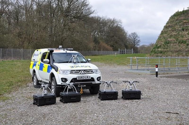 當局會派遣 5 部 SkyRanger 無人機進駐警局內各小隊。大家帥帥地站好,敬禮~!