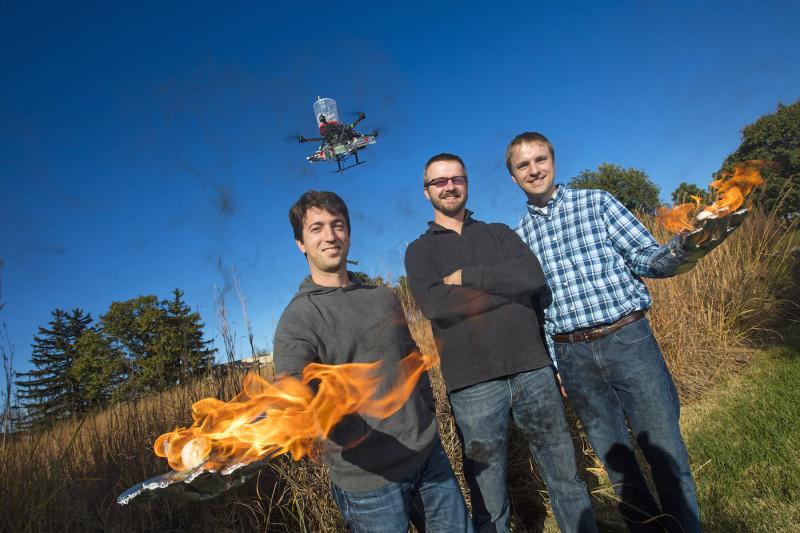 內布拉斯加-林肯大學團隊研發的無人機,靠放火達致滅火的目的。