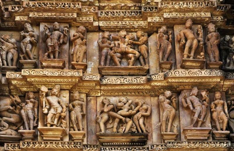 克久拉霍廟群被稱為「印度性廟」,全因廟內滿布跟性愛有關的雕刻。