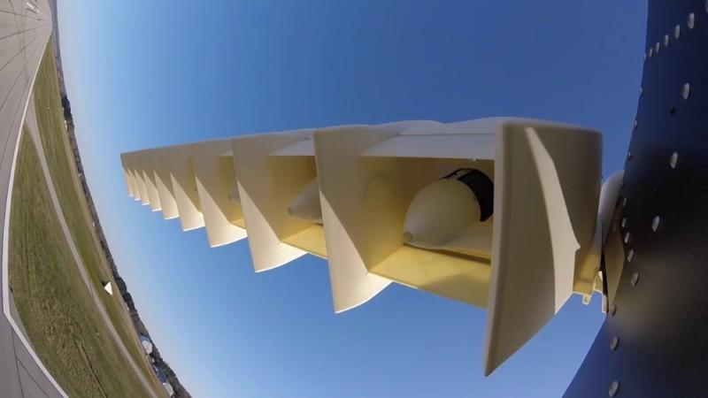 LightningStrike 機翼有多個旋翼,能實現垂直升降。
