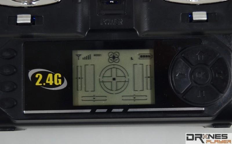 Syma X9 遙控器設有 LED 屏幕,顯示四軸機基本狀態。