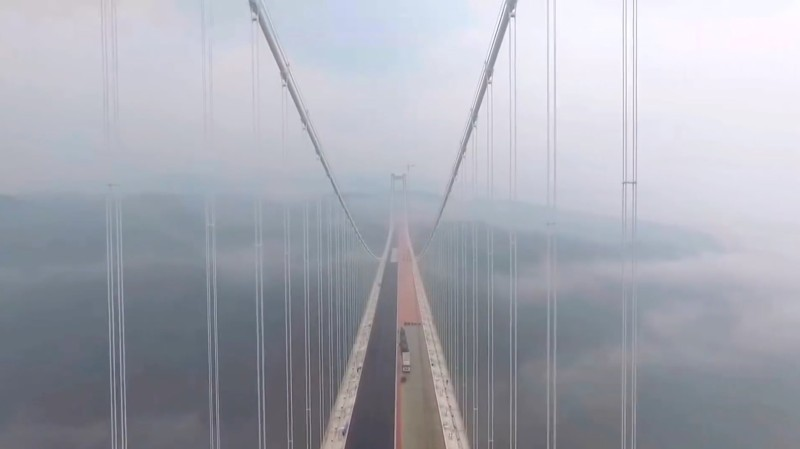 龍江特大橋是亞洲最長的懸索吊橋。