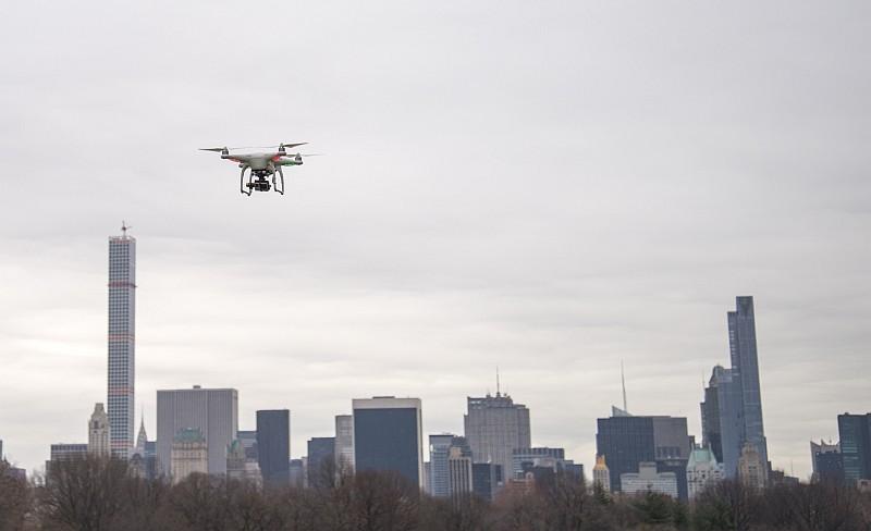 FAA 已把無人機的飛行高度上限由 200 呎提高至 400 呎。