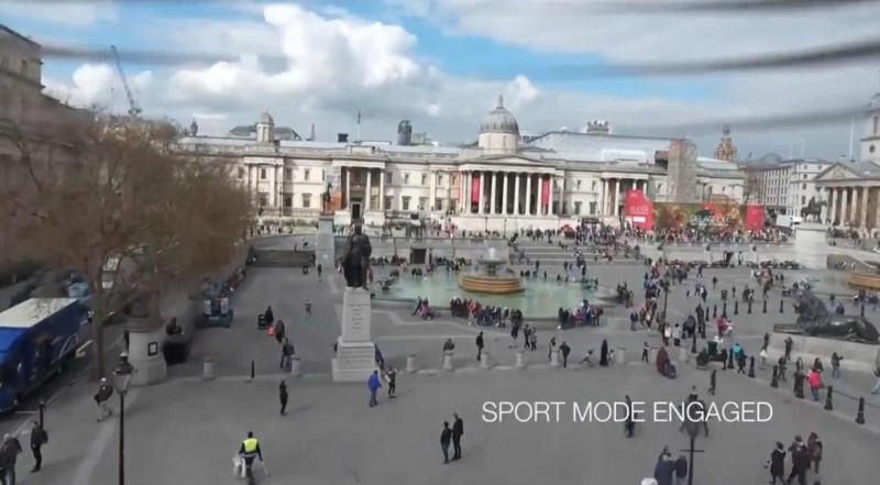 在特拉法加廣場用運動模式飛行拍攝。