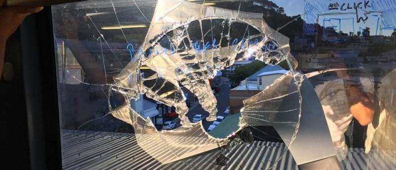 開普敦無人機撞爆大廈玻璃窗