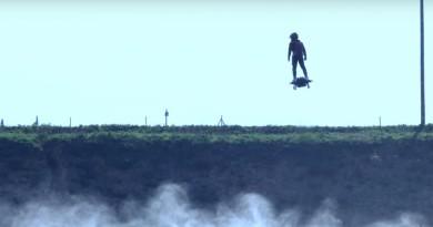 滑板飛行夢想成真?! Flyboard Air 首次載人實測升空