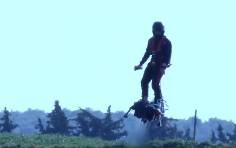 空中自由自在滑板飛行,不知圓了多少人的終極幻想。