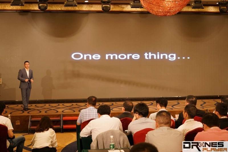真的是在屏幕上打出「One more thing」的字眼。