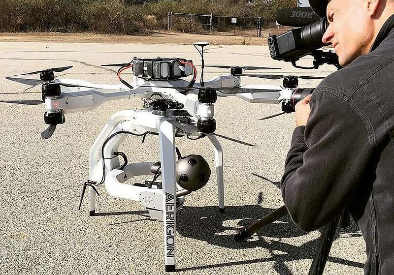 Nokia OZO 可安裝在無人機上進行空拍。