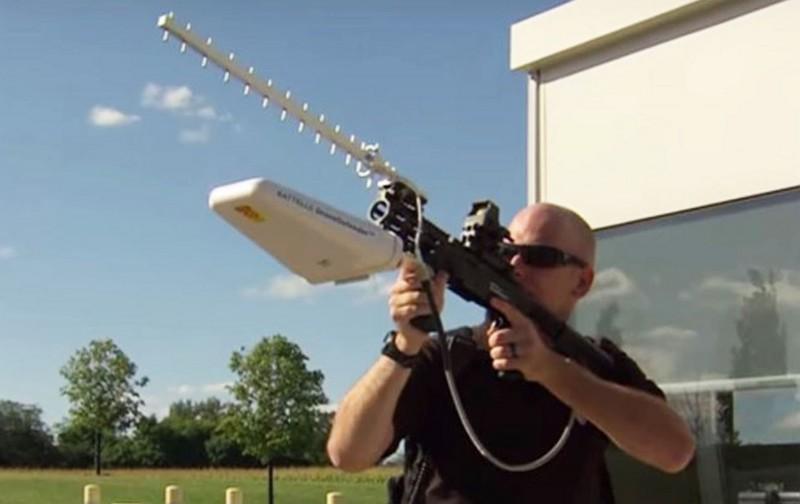 上一代 DroneDefender 的外形有點似是魚骨天線。