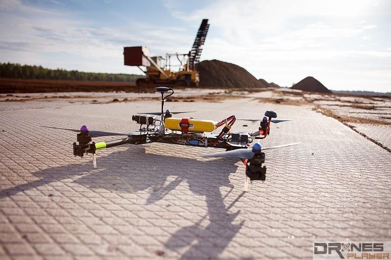 FPV 穿越機通常只會內建陀螺儀作自動修正機身之用。