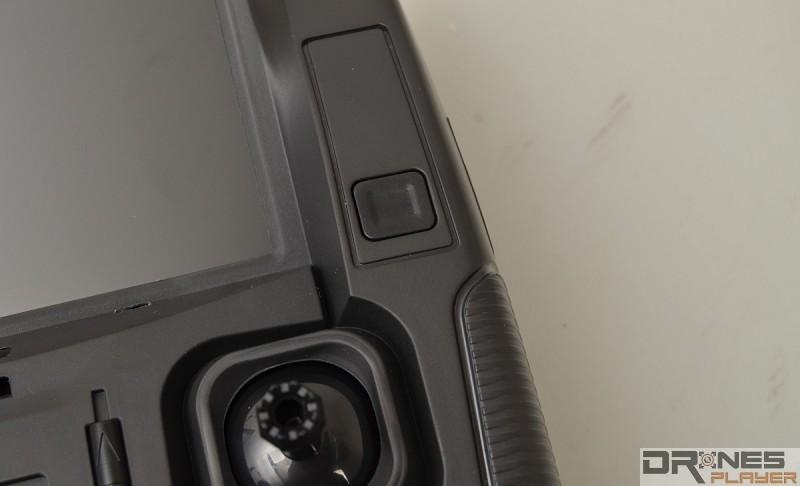 Hubsan H107D+ 遙控器上設有獨立航拍按鍵。