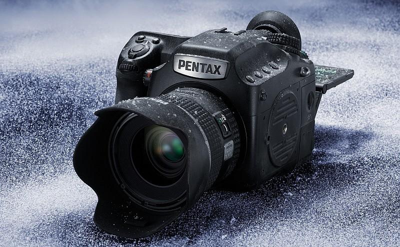 同是 1 億像素級的 Pentax 645Z,現時售價約 5 萬港元 / 20 萬台幣。