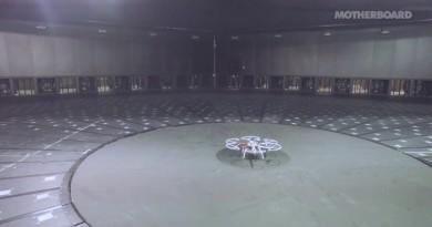 在 WindEEE Dome 測試無人機抗風力,效果超科幻!