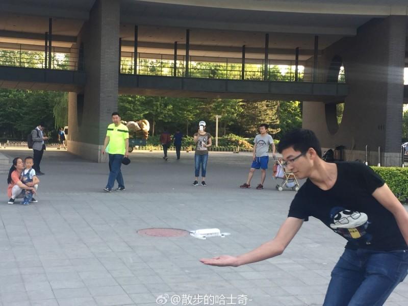 零度智控 Dobby 空拍機可在人手上自動起飛。