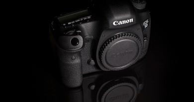 Canon 5D Mark IV 微升 7fps 連拍 或用新電池手柄增續航力