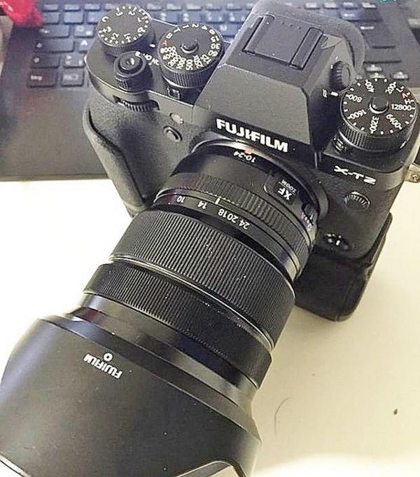 Fujifilm X-T2 機身前方的模樣。