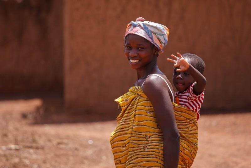 無人機為迦納女性運送避孕套,控制生育。