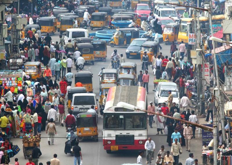 印度交通管理欠完善,擠塞和超速問題嚴重。