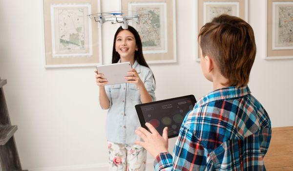 Wowwee Lumi 無人機備有多人遊戲模式。