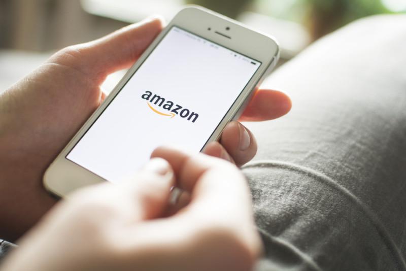 未來亞馬遜用戶可能用手機下訂單,貨物便會由無人機空運到家門口。
