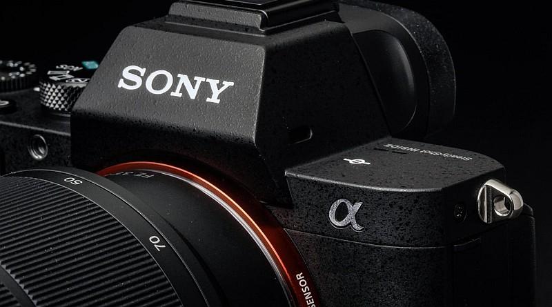 Sony 首部中片幅無反單眼