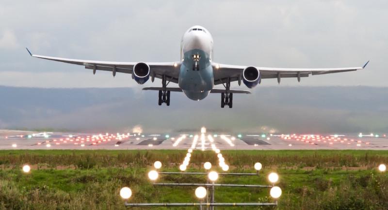 英國曼徹斯特機場有客機與無人機險撞。