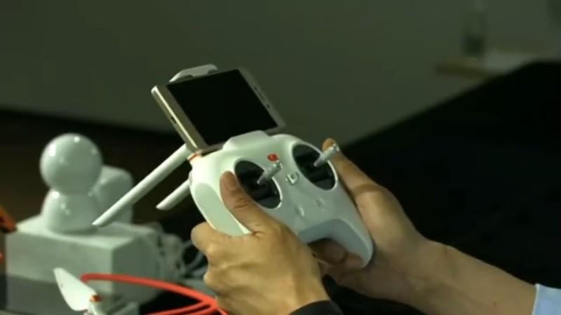 小米無人機發布會上展示的遙控器