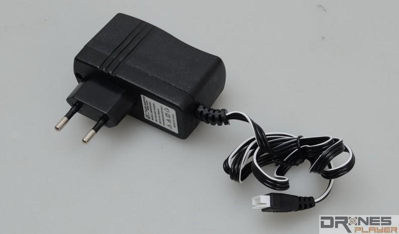 Cheerson CX-35 使用專用充電器,約需 180 分鐘便可替電池充滿電。