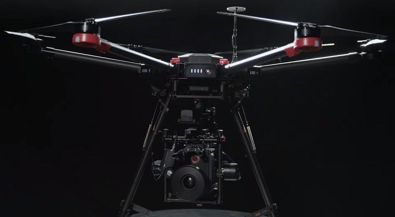 Ronin-MX 可安裝在 Matrice 600 六旋翼無人機上進行專業航拍。