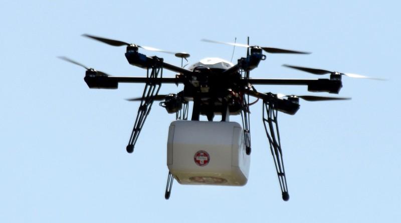 Flirtey 測試船對陸無人機送貨