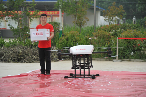 京東送貨無人機在江蘇農村首次飛行測試。