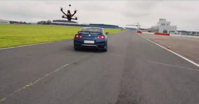 要追趕日產 GT-R 跑車,你起碼要用日產 GT-R Drone!