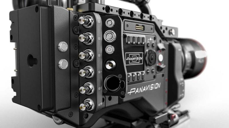 Panavision DXL 機身背後設有 6 個獨立的影片輸出端子。