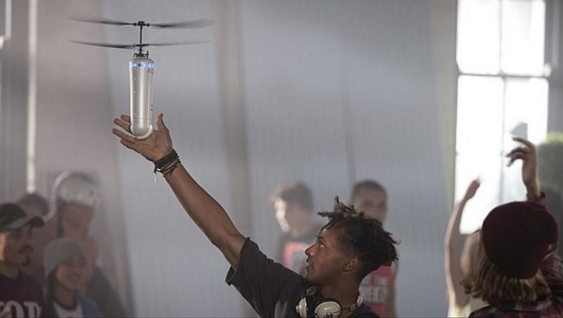 ROAM-e 在空中的飛行姿態,有如多啦 A 夢的經典法寶竹蜻蜓。
